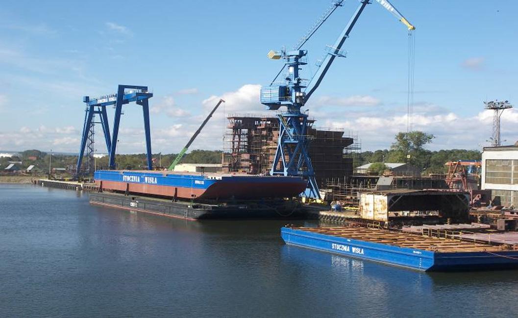 Historia - Jednocześnie z Zakładem Budowy Sekcji oddano do eksploatacji pełnomorski ponton SW 6118...