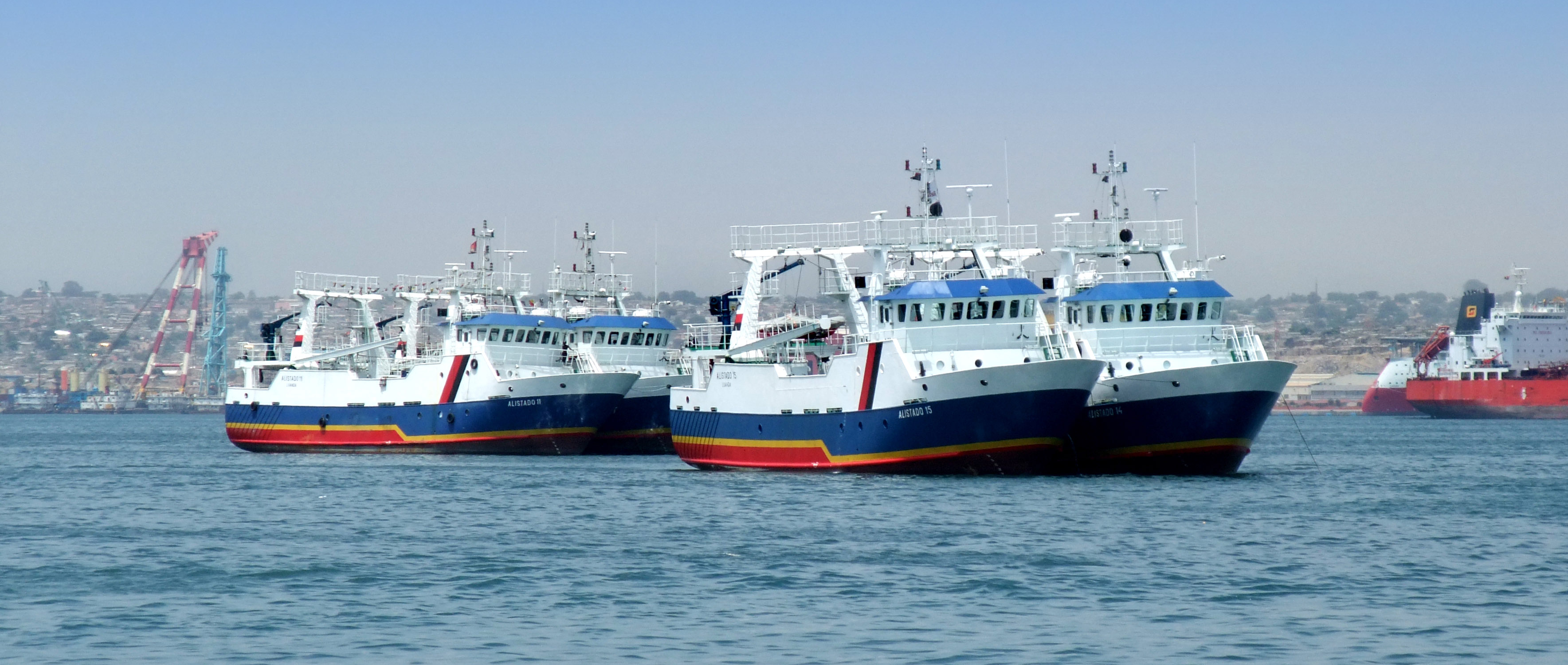 Statki rybackie dla Angoli